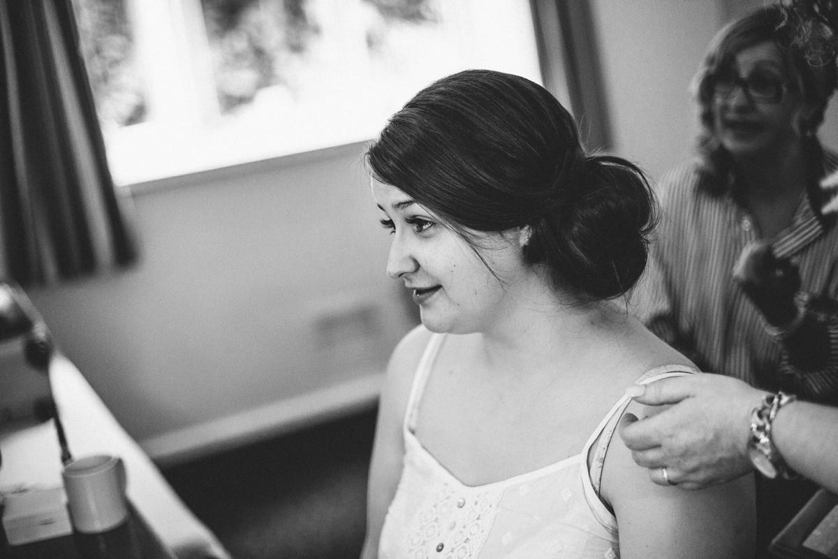 Bridal preparations, natural wedding photography.