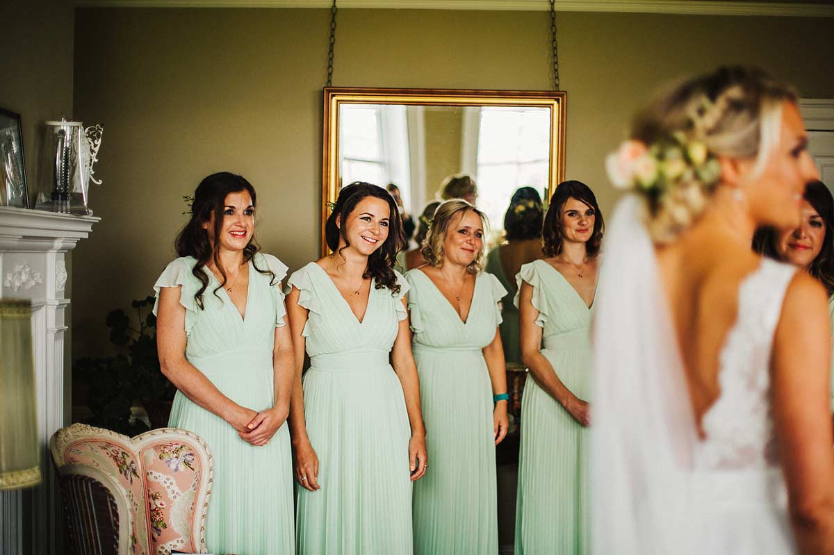 Bridesmaids wearing mint green dresses