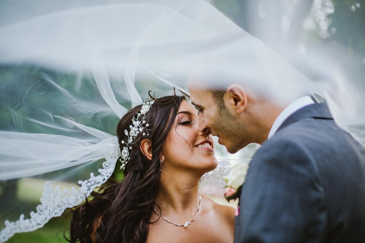 Stunning veil wedding photo