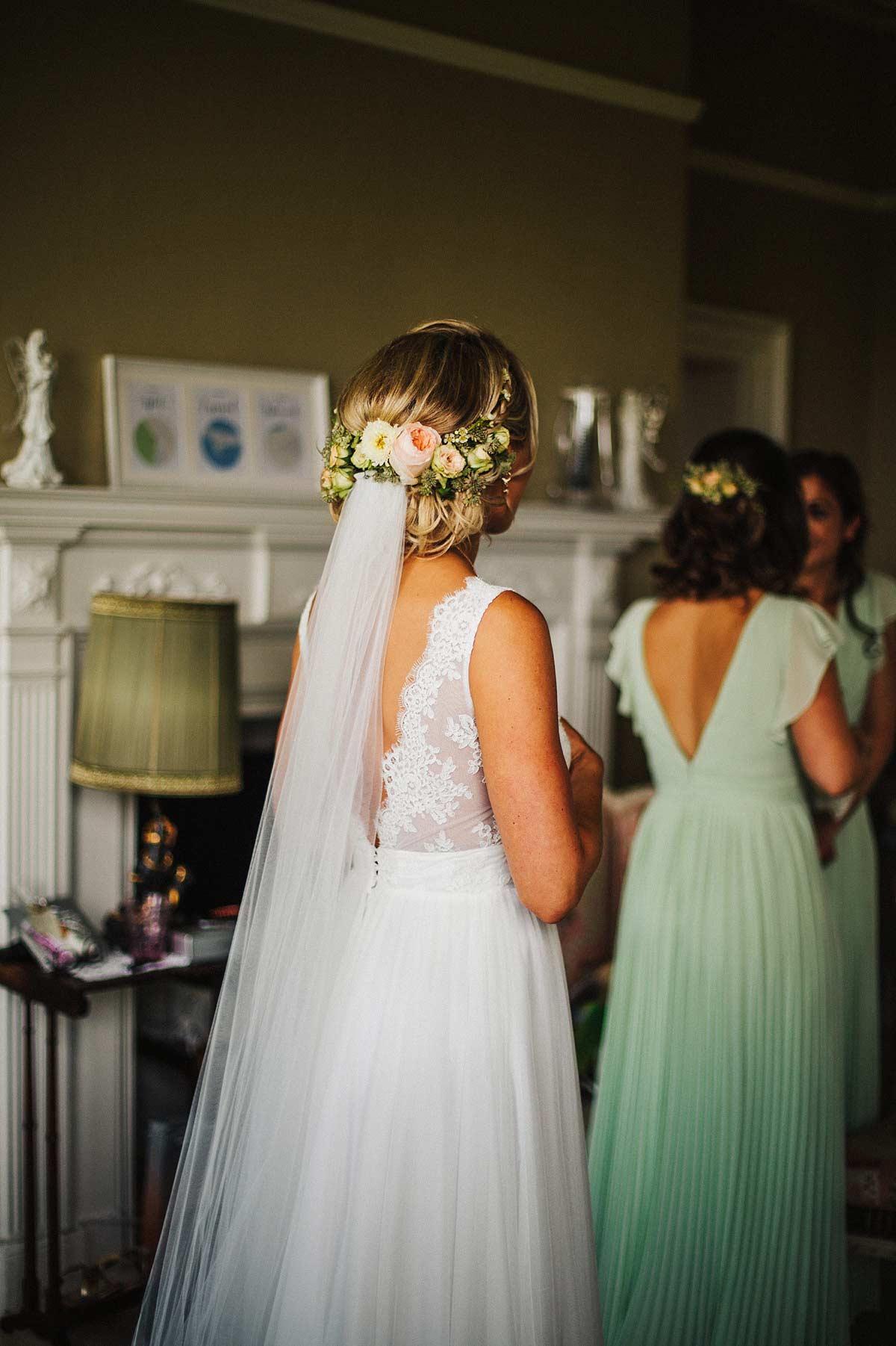Beautiful wedding hair and flowers