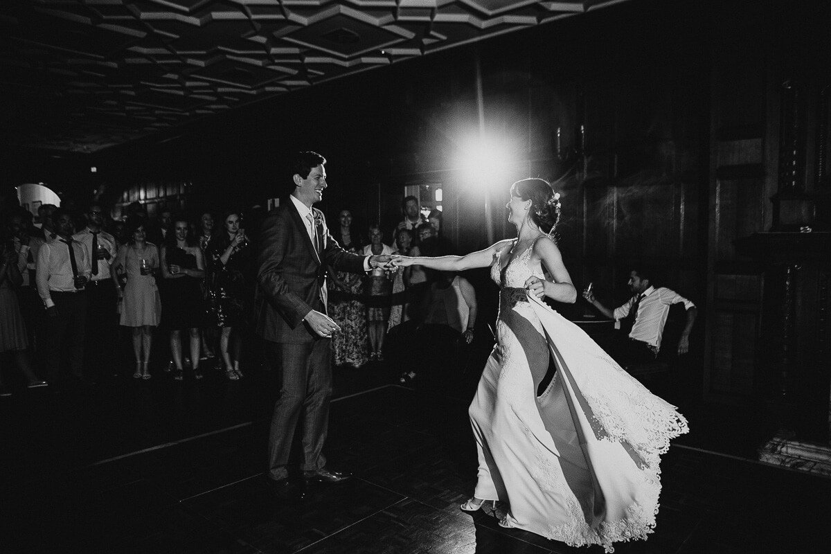 Beautiful first dance wedding photography