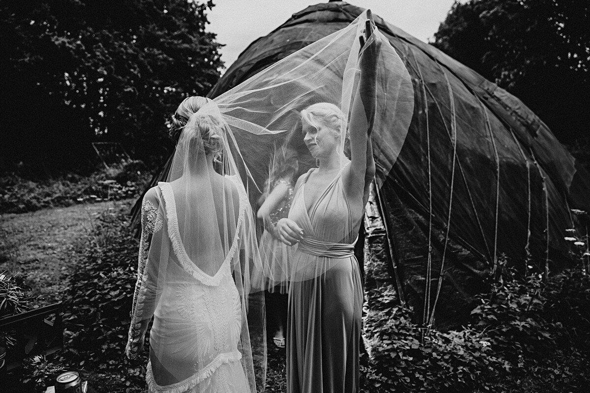 Bride's wedding veil
