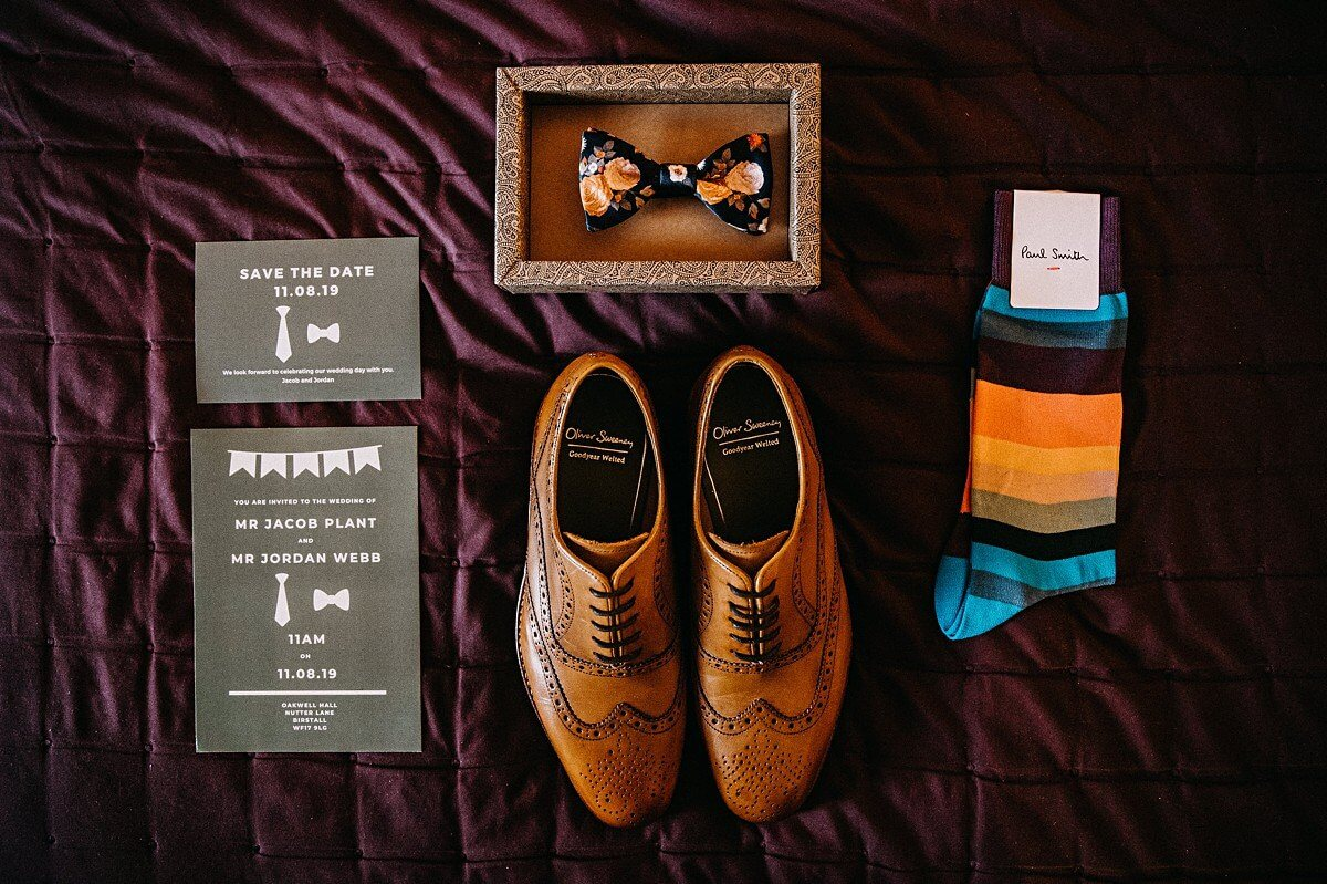 The groom's wedding shoes and tie