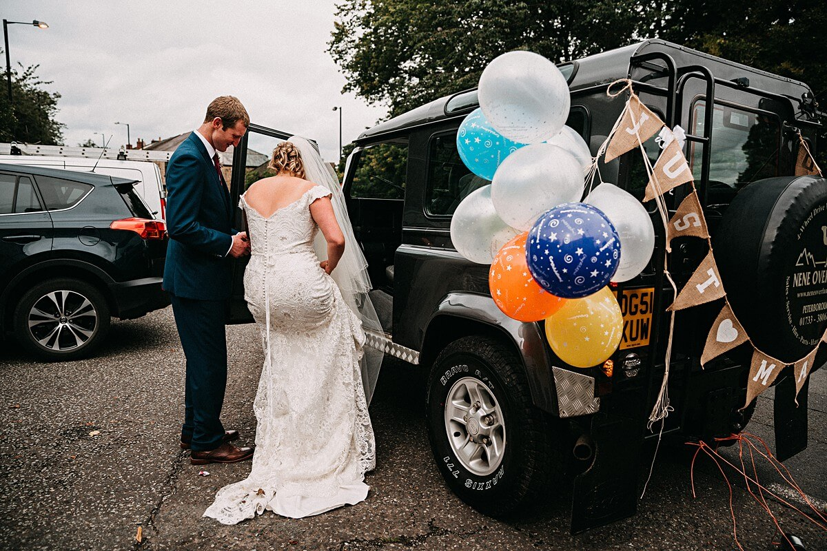 Land Rover wedding car with tin cans